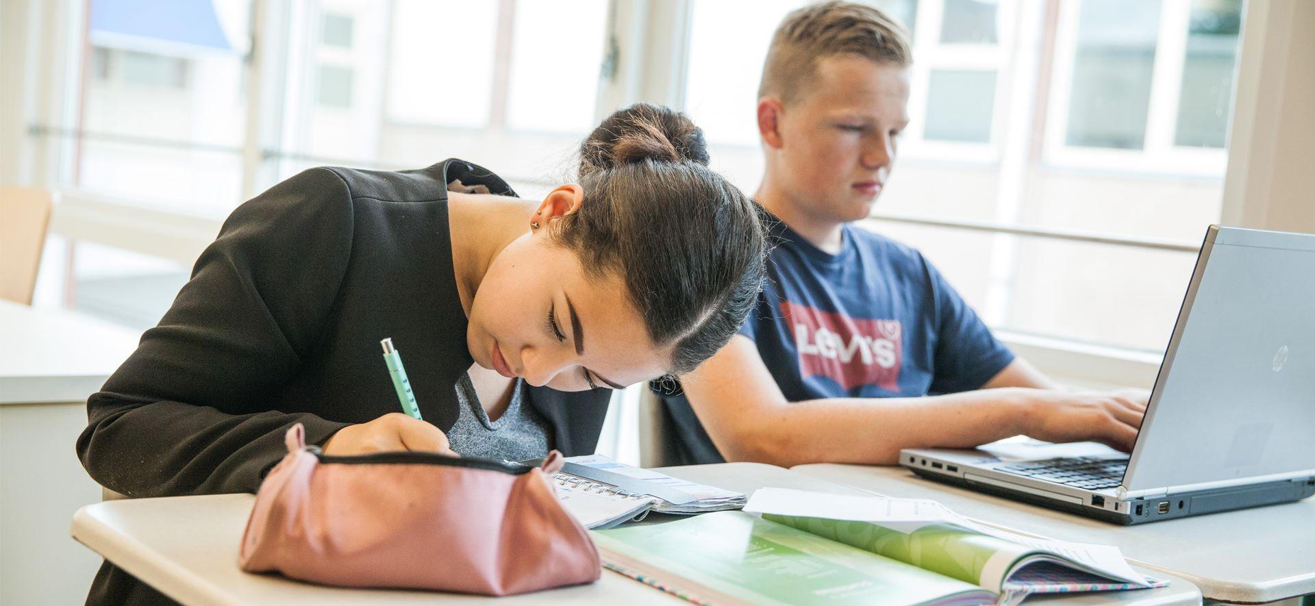 https://www.ubboemmius.nl/wp-content/uploads/2018/09/20180822_Ubbo_online_beeldmateriaal_5_leerlingbegeleiding.jpg