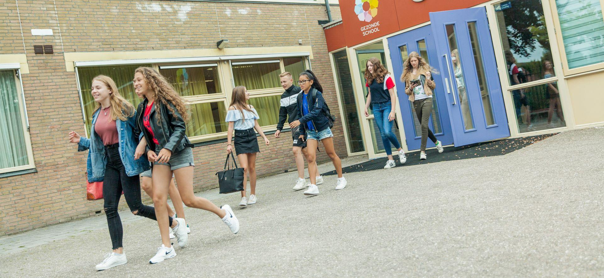https://www.ubboemmius.nl/wp-content/uploads/2018/09/20180823_Ubbo_online_beeldmateriaal_bronbestand_1_overdeschool.jpg