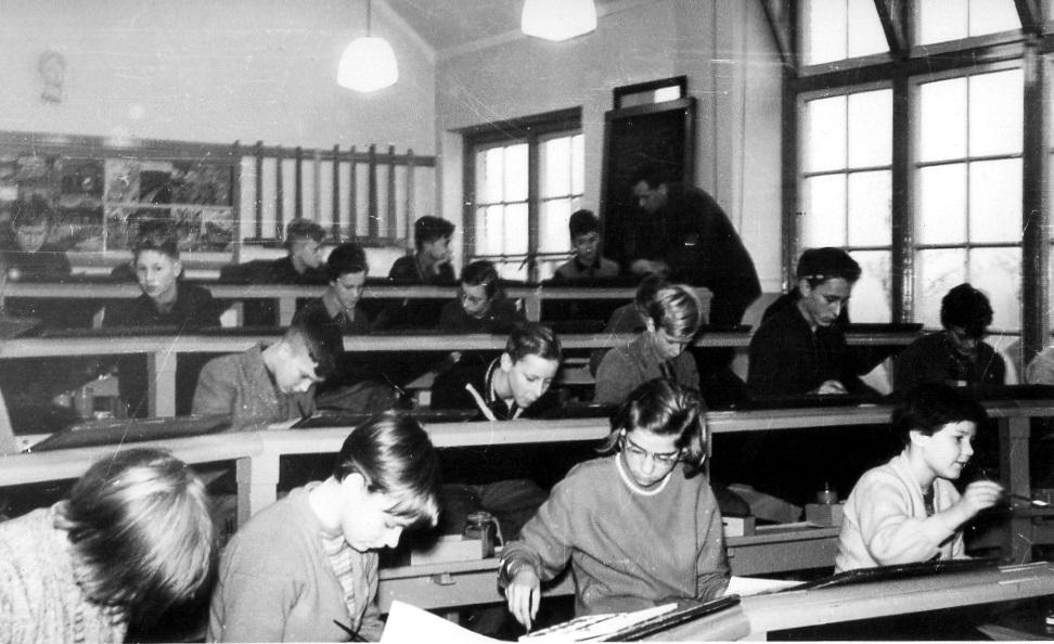 https://www.ubboemmius.nl/wp-content/uploads/2019/06/1955-Bovenlokaal-school-img352-002.jpg